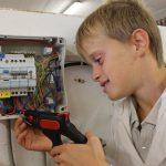 electricite-echange-intergenerationnel-atelier-outil-en-main-loch