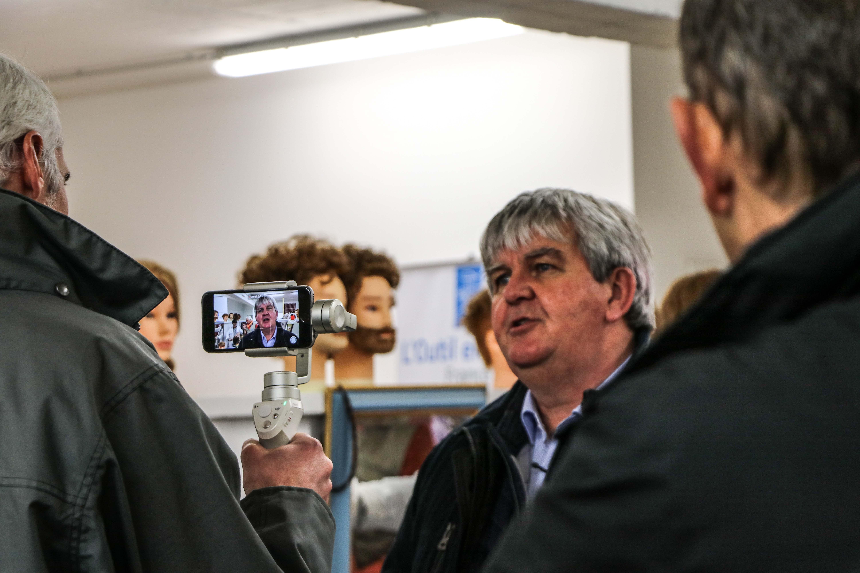 tournage-france-3-bretagne-yves-bleunven-maire-grand-champ